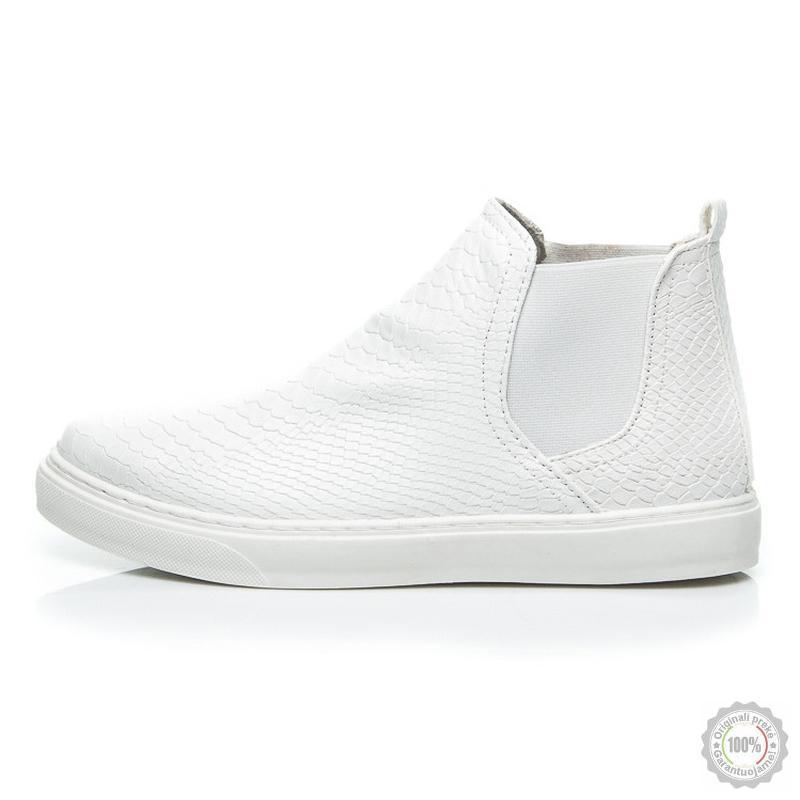 Balti laisvalaikio batai CNB