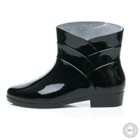 Juodi guminiai batai CNB